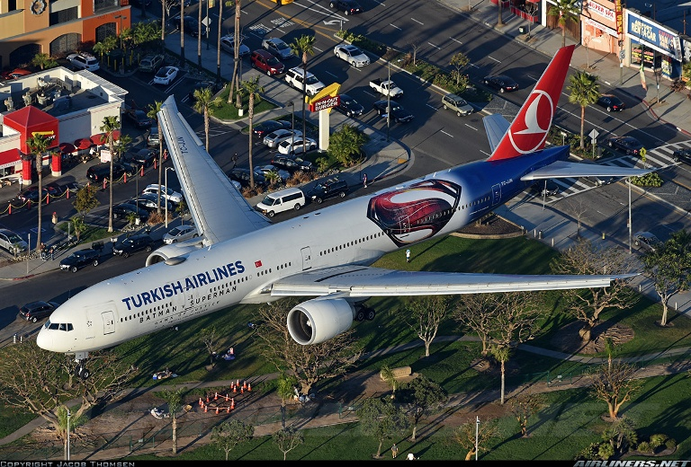 """Turkish Airlines wrapped plane """"Batman V Superman: Dawn of Justice"""" product placement"""